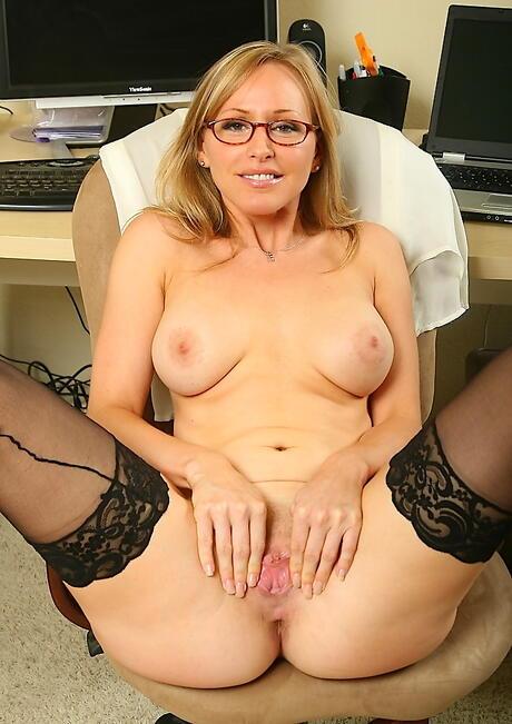 Spreading Milf Porn
