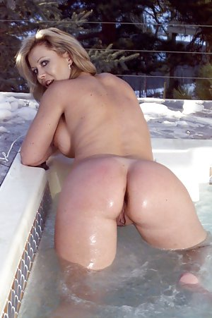 Pool Milf Porn